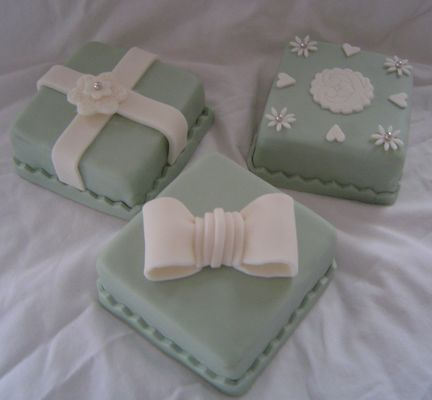 Medium_038-green-3-mini-cakes.