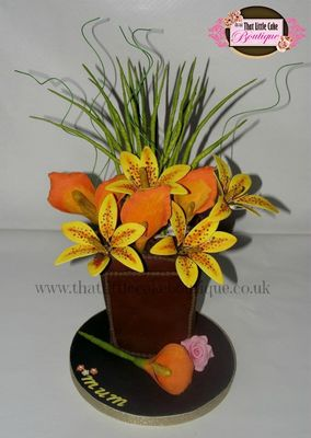 Medium_vase-of-lillies-cake