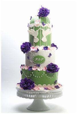 Medium_taartjes-van-an-nunspeet-bruidstaart-vogelkooi-weddingcake