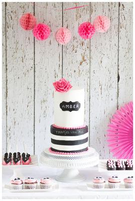 Medium_taartjes-van-an-nunspeet-sweet-table-bruidstaart-cakepops-weddingcake-bruiloft-cupcakes-zwart-en-wit-en-roze
