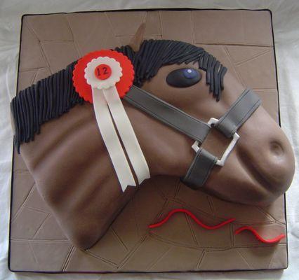 Medium_horse-cake-053