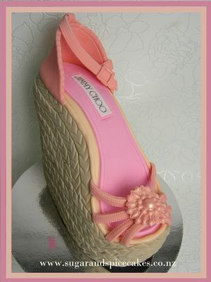 Medium_jimmy-choo-wedge-cake-tutorial