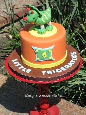 Medium_dinosaur-cake1-2