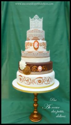 Medium_wedding-cake-antique-_2_