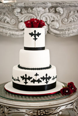 Medium_black--white-with-red-roses-2