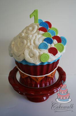 Medium_giant-cupcake-2-w