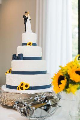 Medium_wedding-cake-blue
