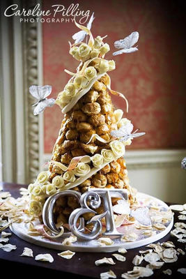 Medium_croquembouche_with_roses