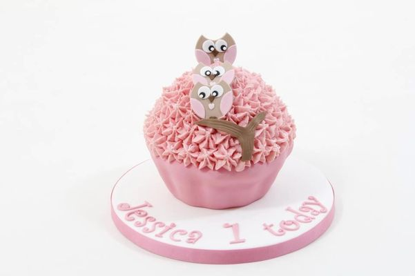 Medium_owl-giant-cupcake