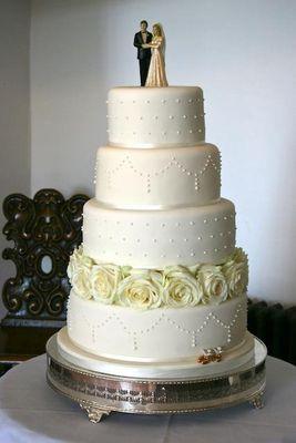 Medium_wedding-cake-with-roses