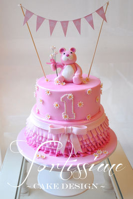 Medium_pink-daisy-bear-cakewmrs
