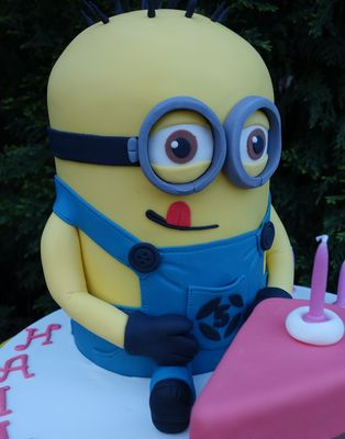Medium_minion-cake39