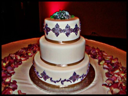Medium_white-and-purple-wedding-cake