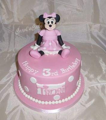 Medium_minnie-mouse-cake