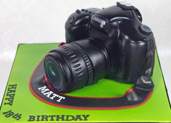 Medium_canon-camera-cake-edit