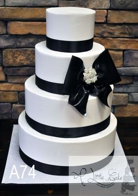 Medium_chic-black-and-white-wedding-cake