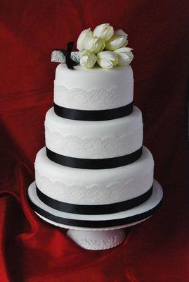 Medium_wedding--tiered-lace