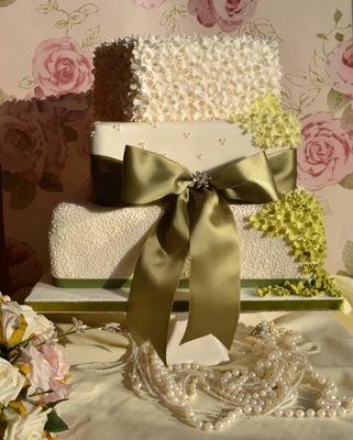 Medium_wedding-cake-green-flower-fall