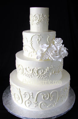 Medium_buttercream-cake-with-scroll-work--leigha-rswm
