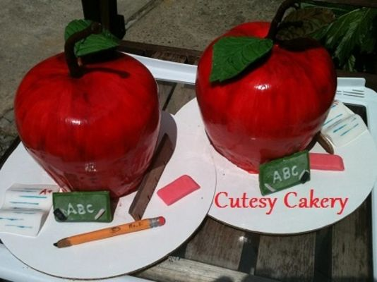 Medium_apple-cakes-with-name