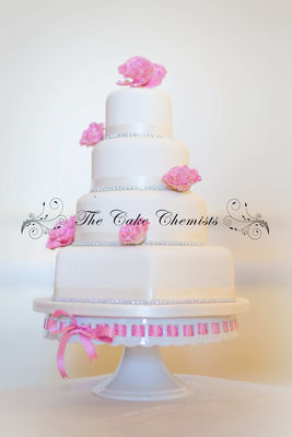 Medium_elegant-cake-with-pink-roses
