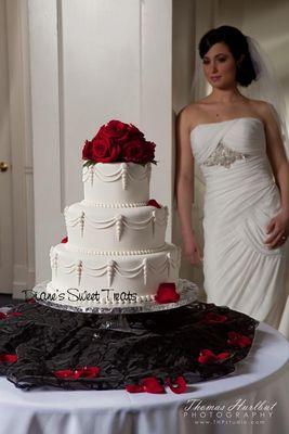 Medium_pearls_swags_red_roses_n_bride