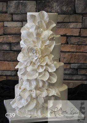 Medium_fondant-wedding-cake-with-an-overflowing-flower