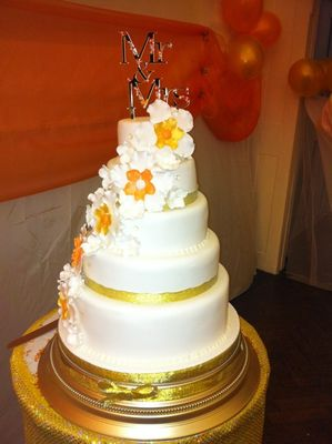 Medium_goldorange-and-white-cake