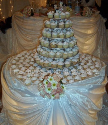 Medium_frosting--sprinkles-cakery---cupcake-tower---300
