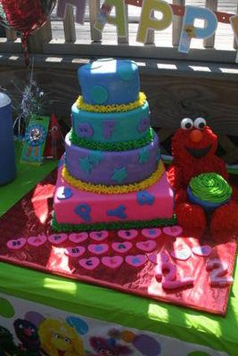 Medium_elmo-cake
