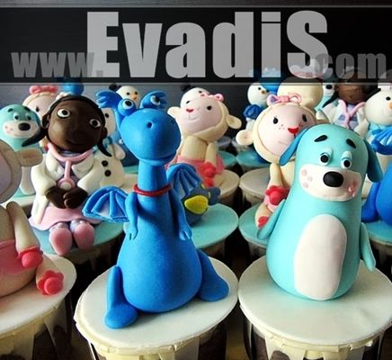 Medium_penang-cupcakes-evadis-cakes-dr-mcstuffin-closer_view