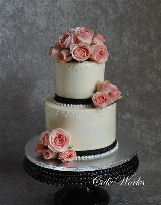 Medium_wedding-cake---linda-dekleinhans-large