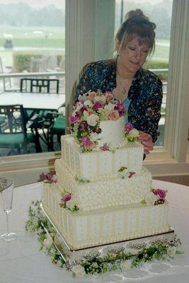 Medium_28262_126624487375252_124715590899475_124033_5446828_n--nancy--wedd.-cake