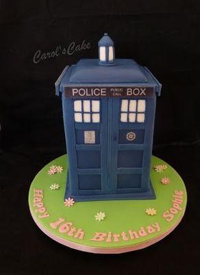 Medium_tardis-cake