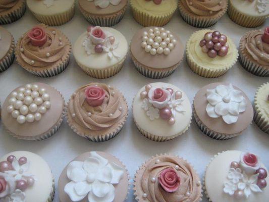 Medium_vintage-cupcakes