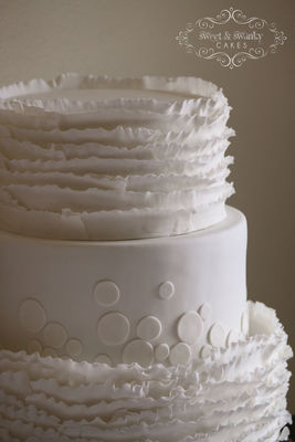 Medium_white-ruffle-and-dot-wedding-cake-2-