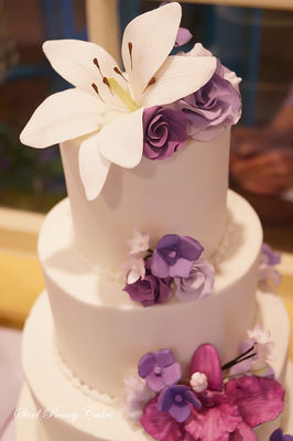 Medium_purpleorchidlilyrosecake3-2