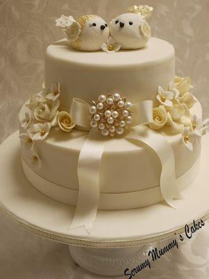 Medium_golden-wedding-lovebirds-cake-1