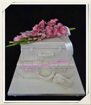 Medium_my-suitcase-cake