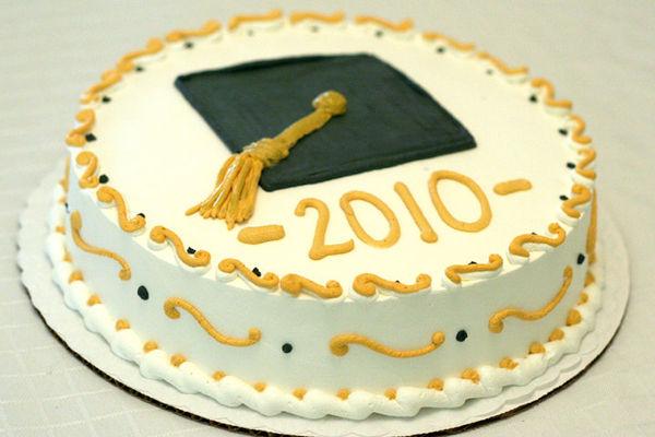 Medium_graduation-cake-servite-round