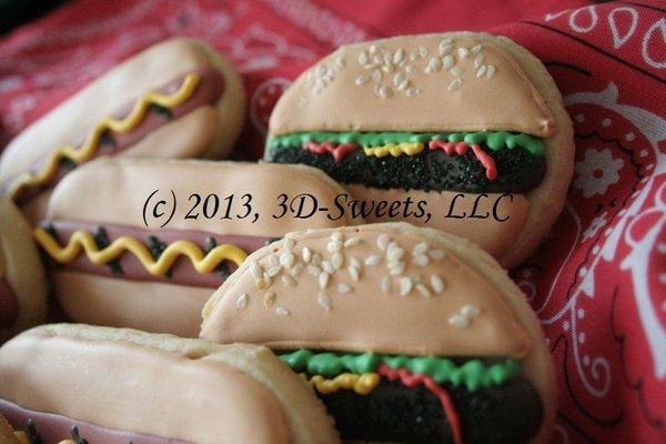 Medium_burgers--dogs---tray-close-up---edited