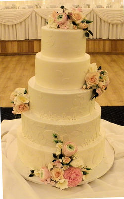 Medium_5-tier-wedding-cake-sugar-flowers-_-fondant-stencling-1